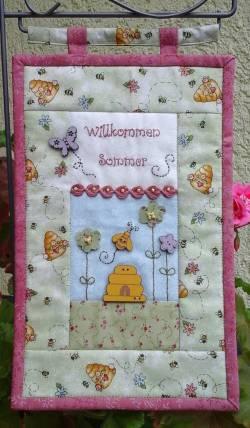 Materialpackung *Willkommen* Wandquilt Blumenstecker Honig LETZES