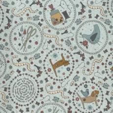 Patchworkstoff *One Stitch at a time* mit Nähthemen und Tieren in Kreisen hellgrau