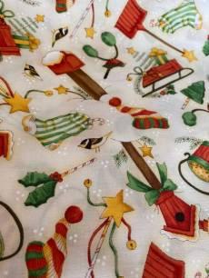 Patchworkstoff Stoff Weihnachtsmotive auf beige Reststück ca. 63 cm x 110 cm
