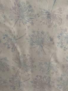 Batikstoff *Breeze* Weißer Stoff mit hellblauen Pusteblumen