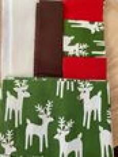 Patchwork Materialpackung Tischläufer; 1,20x0,35 m Rentiere grün