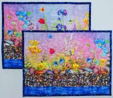 Materialpackung Platzdeckchen *Stein Garten* 2 Stck. ca. 40 x 30 cm Blumen Steine Wasser blau gelb rosa grauMP21-0180