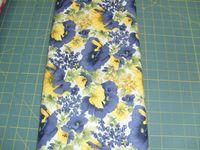 Patchworkstoff Stoff Quilt Fifth Avenue Blaue und Gelbe Blumen 2009 RJR Fabrics 30x110cm