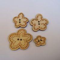 Knopf, Holzknopf Set - 4 Blumen mit Patch