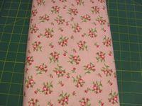 Patchworkstoff Stoff Quilt Supporting Cast 2303 Rote Blumen auf Rosa von Ro Gregg 30x110cm