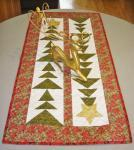 Nähanleitung *Tall Trees Christmas Table Runner* von Cut Loose Press in Englisch